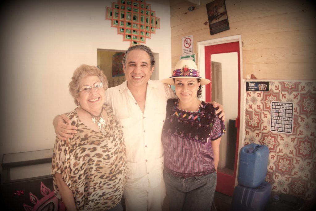 Alicia Félix, Francesco Taboada y María Elena Noval en el Centro Cultural La Guayaba.