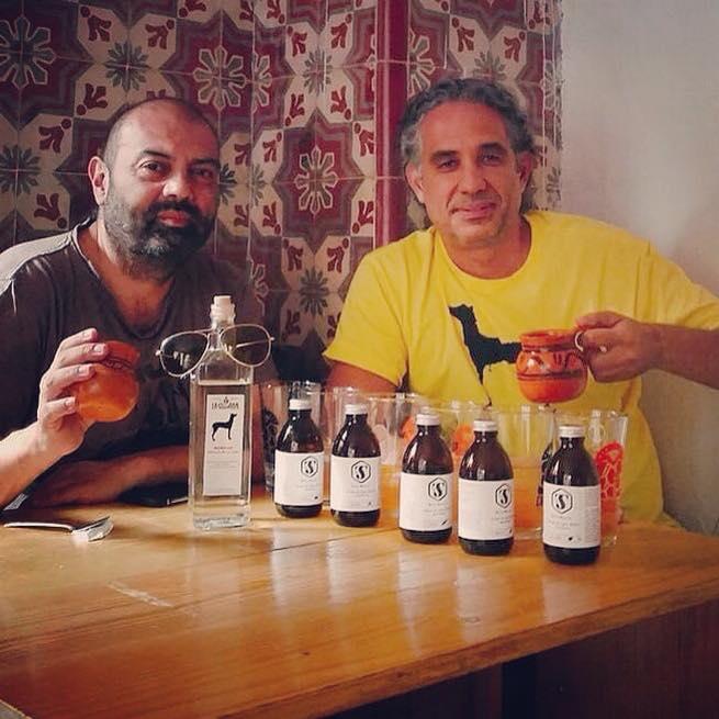 Calos Kubli de Tónica Sagrada y Francesco Taboada de La Guayaba degustan la nueva bebida que sorprenderá al mundo: el PULQUE-TÓNIC